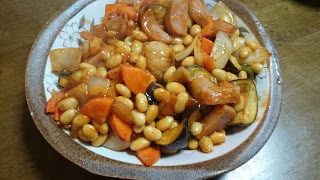 水煮大豆と野菜がたっぷりの肉団子カチャトーラ風