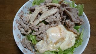 【豚鶏ミックス丼】ビタミンB群摂取で夏を乗り切る食事メニュー