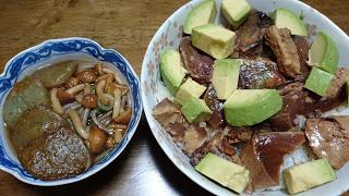 【タタキ漬け丼となめこ蕎麦】ダイエットにもおすすめの組み合わせ