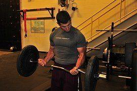 【チーティング法】反動を使って爆発的負荷を筋肉に与えるトレーニング方法