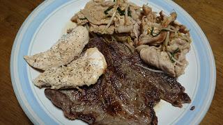 【ステーキの肉野菜炒め添え】筋トレ明けの休日には栄養補給と休養を