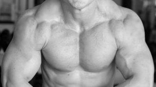 【大胸筋のバルクアップ筋トレ】自宅とジムそれぞれの筋肥大メニューを例示解説