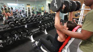 【ゴールドジム筋トレ女性版】フリーウエイトエリア初心者のトレーニングを女子ビルダーが解説