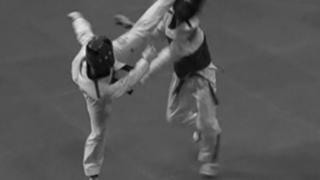 【ハイキックの蹴り方】上段の回し蹴り・前蹴り・回転蹴りのポイント・コツとタイミング