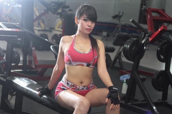【ダンベルバストアップ筋トレ女性版】効果的な三種目のやり方・重さと順番