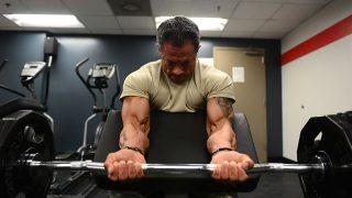 【腕のバーベル筋トレ】上腕二頭筋・上腕三頭筋の部位別の鍛え方を解説